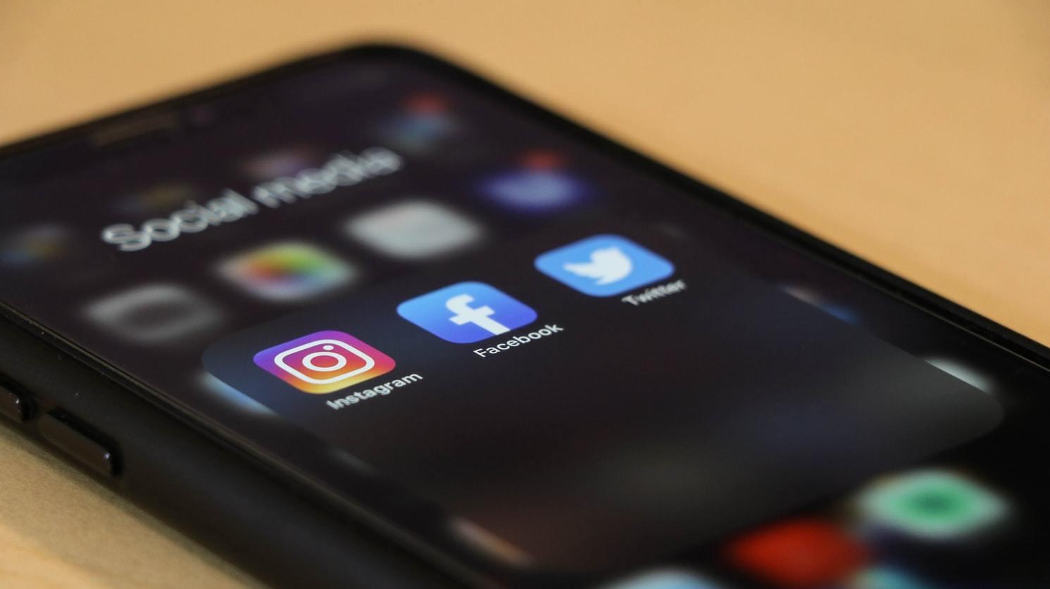 Kapacitiranje za organizaciju i koordinaciju aktivnosti društvenog centra JEDRO – komunikacija na društvenim mrežama